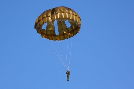 Parachute,fot. Autor: No machine-readable author provided. Los688 assumed (based on copyright claims). [Public domain], Wikimedia Commons